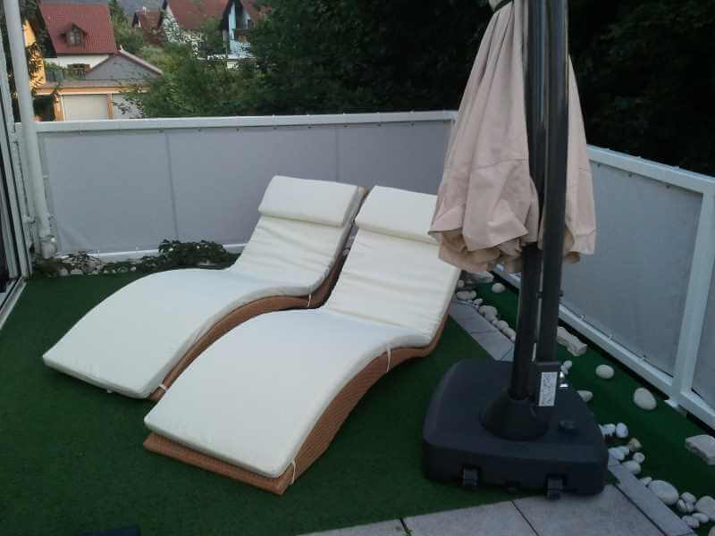 balkon tipp gepflegtes outdoor wohnzimmer mit wohlf hl atmosph re balkonverkleidung. Black Bedroom Furniture Sets. Home Design Ideas